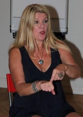 Maria undervisar orgasmisk meditation